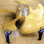 HMS Queen Elizabeth aircraft carrier propulsion propellers