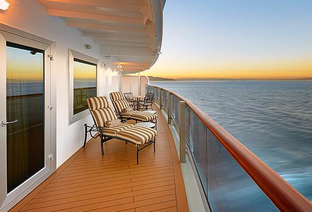 Queen elizabeth cruise ship for Balcony on cruise ship